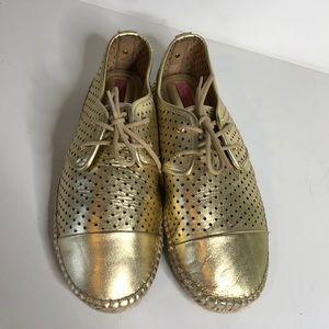 NWOT gold Isaac Mizrahi lace up oxford espadrilles